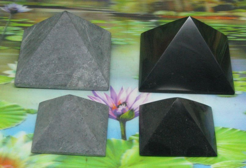 * Shungite + Steatiet harmoniser Piramides 50-70-100 mm
